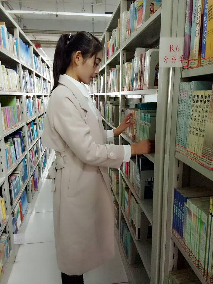图书馆管理员风采